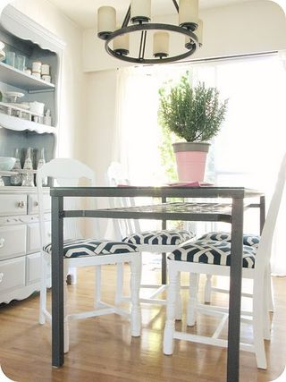 DIY-painted-white-dining-room-chairs